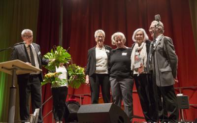 der Vorstand bei der Ehrung für 20 Jahre Durchhaltevermögen. Von links: Hannelore Grafen-Walther, Uschi Findeiß, Christa Lommer, Roderick MacInnes (© Harald Dietz Fotografie)